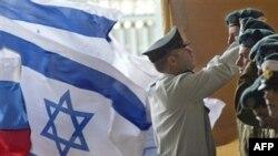 نظر سنجی تازه ای که روز پنج شنبه منتشر شد نشان می دهد که دو سوم از اسراييلی ها با حمله نظامی اين کشور عليه تاسيسات اتمی جمهوری اسلامی ايران مخالفند.