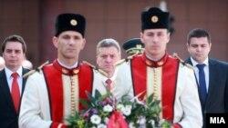 Лани претседателот Ѓорге Иванов положи цвеќе за Илинден во Скопје