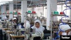 В швейном цехе «Согдиана файз текстиль» работает более 100 человек.