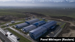 Строящийся на окраине Алматы инфекционный госпиталь для пациентов с COVID-19. 24 апреля 2020 года.