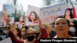 Митинг с требованием отставки глав ГУВД Бишкека и МВД после похищения и убийства Айзады Канатбековой. 8 апреля 2021 года.