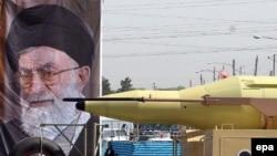 ایران در شهریور ماه از يک موشک ديگر به نام « قدر» پرده برداری کرد که گفته می شود برد آن ۱۸۰۰ کيلومتر است.