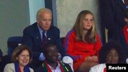 ФУТБОЛ ҺӘМ СӘЯСӘТ. АКШ-Гана уенына АКШ вице-президенты Джо Байден оныгы Наоми белән килде