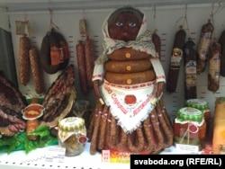 Колбасная баба на участке, где голосовал президент Белоруссии Александр Лукашенко