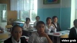 Ученики средней школы в селе Алматинской области Казахстана. 5 сентября 2014 года