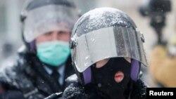 Orosz rendfenntartók a Navalnij melletti moszkvai tüntetésen 2021. január 31-én