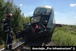Road accident in Romania: a train hits a car