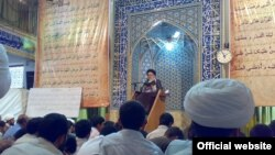 Ayatollah Ali Mohammad Dastgheib speaks in the Ghoba Mosque in Shiraz.