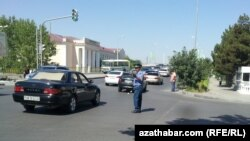 Ashgabat's traffic police were not available for comment on the issue of women's driving licenses. (file photo)