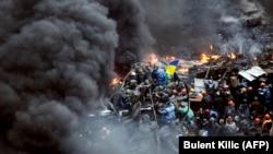 Pamje nga përleshjet e sotme të protestuesve me policinë speciale në Kiev