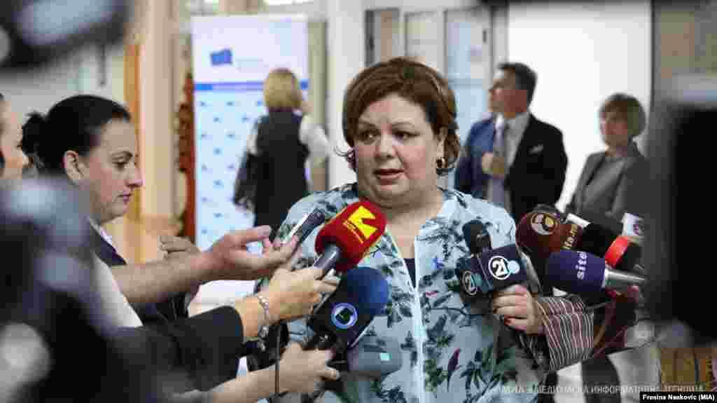 МАКЕДОНИЈА - Специјалната јавна обвинителка Катица Јанева поднесе оставка, која ќе стане активна, тогаш кога политичките партии ќе се усогласат за новиот закон со кој се решава статусот на СЈО, и кога ќе се избере нејзин наследник.