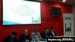 Aqmescitte Halqara islâm missiyasınıñ seminarı, arhiv fotoresimi