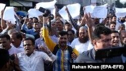 د پاکستان خبریالان د هغوی ځورونو او ورته د ګواښونو ضد مظاهره کوي، د ۲۰۱۸ز نومبر.