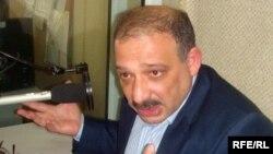 Рауф Миркадыров - корреспондент азербайджанской русскоязычной газеты «Зеркало» в студии РадиоАзадлыг, 2009