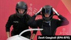 Надежда Сергеева (справа) на Олимпиаде в Пхёнчхане, 17 февраля 2018 года