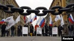 Активисти протестираат против членството на Русија во СТО.
