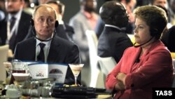 Presidentja braziliane, Dilma Rousseff gjatë një mëngjesi pune me homologun rus, Vladimir Putin