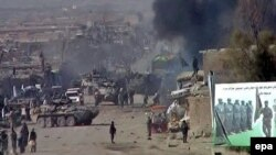 Pamje pas një shpërthimi të mëparshëm të bombës në Spin Boldak të Afganistanit