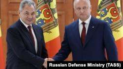 Министр обороны России Сергей Шойгу и президент Молдовы Игорь Додон на встрече в Кишиневе, 24 августа 2019 года