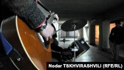 Музыканты в подземном переходе в Тбилиси