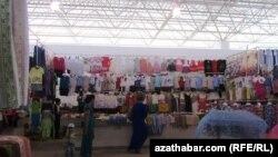 """""""Jygyllyk"""" bazary, Aşgabat, 2013."""