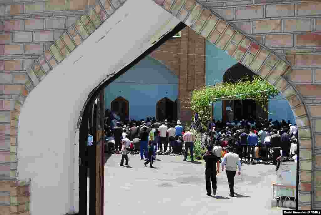 Отправлен в отставку казы Оша Шакир ажы Маматов. Муфтият считает, что он имел отношение к трагическим событиям 2010 года.