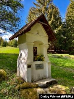 Часовня в память о судетской деревне Унтерперльсберг, исчезнувшей в результате послевоенной депортации немецкого населения