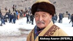 Семья этого аксакала охотой с беркутом занималась еще до переселения из Китая в 1952 году. Алматинская область, 23 февраля 2013 года.