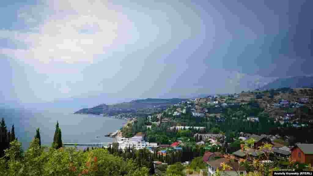 Вид на море в селе Малореченское, народное название – Малоречка