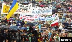 Під час візиту папи Римського Івана Павла Другого до України. Київ, 24 червня 2001 року