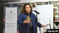 RFE/RL's Polina Paunova receiving the Valya Krushkina Grand Prix journalist award.