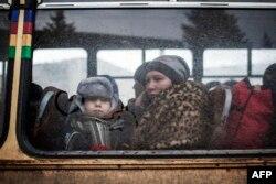 Евакуація з атакованого російським гібридними силаим Дебальцевого. Лютий 2015 року