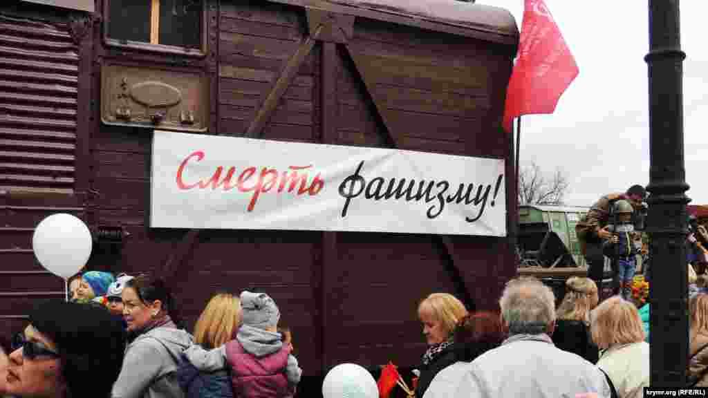 Поезд-музей «Поезд Победы», стилизованный под военные эшелоны периода Второй мировой войны, насчитывает шесть вагонов, в том числе открытые платформы, на которых выставлена техника военных лет, а также вагон-теплушка с ретро-музеем внутри
