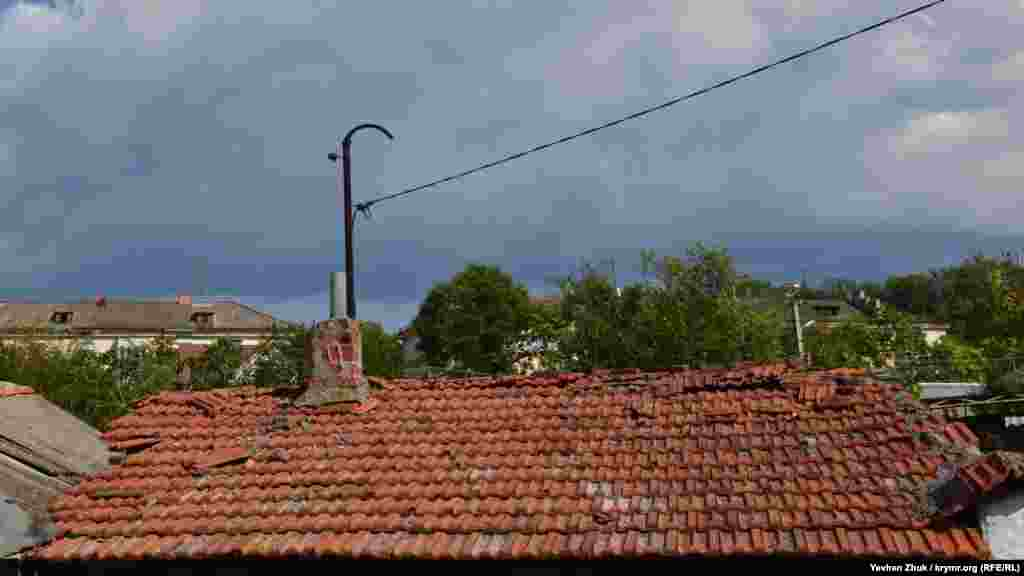 Ця черепичний дах – на знаменитих Бомборах