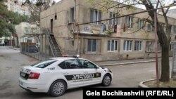 Этот жилой дом в Глдани – единственный в столице, к которому были приняты подобные меры