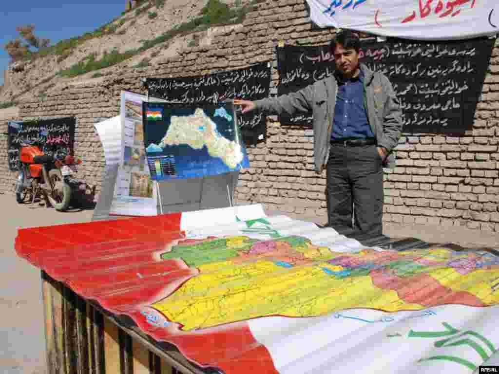نقشه رسمی عراق و نقشه غیر رسمی کردستان بزرگ که مناطق کردنشین ایران ،ترکیه ،عراق و سوریه را در برمی گیرد در یک محل به فروش می رسد.