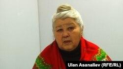 """Лариса Исакеева """"Азаттык"""" радиосунун студиясында. Бишкек, 2013-жыл."""