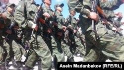 Солдаты на марше.