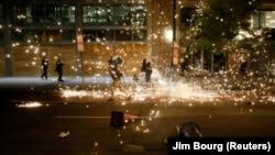 Policia duke shpërndarë protestuesit në Uashington, të cilët po kërkojnë drejtësi pas vdekjes së George Floyd.