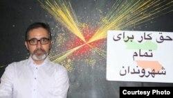 قاسم اکسیریفرد، استاد فیزیک دانشگاه خواجه نصیر حکم دانشگاه مبنی بر برکناری خود را ناموجه میداند