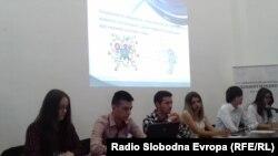 """Група средношколци од средното училите """"Таки Даскало"""" во Битола."""