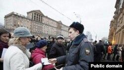 Мәскәүдә АКШ илчелеге янындагы чират