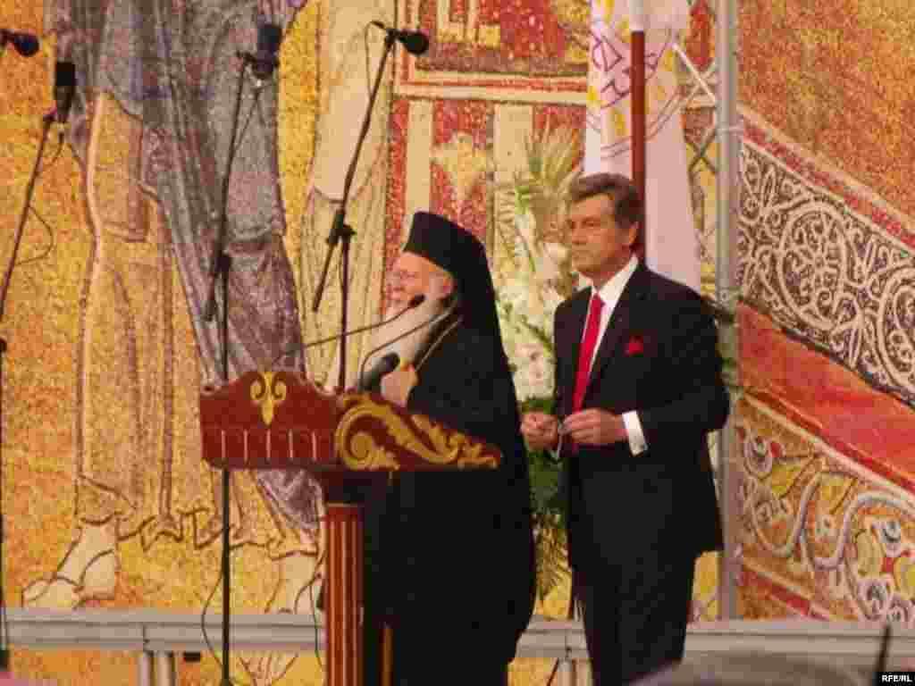 Святкування 1020-річчя Хрещення Київської Русі - Святкові заходи на Софійській площі з нагоди 1020-річчя Хрещення Київської Русі.