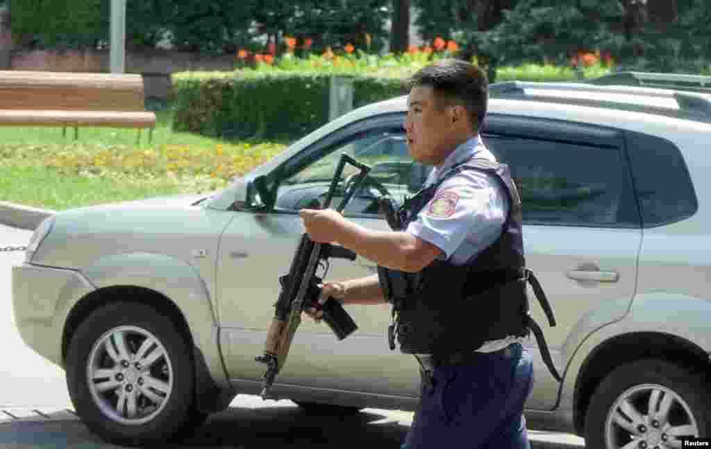 18 июля в Алматы был введен«красный» уровень террористической угрозы, власти страны назвали нападения «терактом». В этот день в центре Алматы были закрыты отделения почты, торговые центры и некоторые рынки.