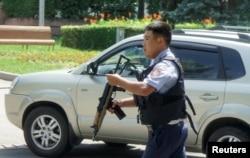 Полицейский на улице Алматы