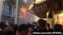 Пожар при входе на рынок «Бек Барака». Ташкент, 21 августа 2015 года.