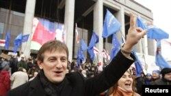 Ярослав Романчук и его сторонники в Минске накануне выборов (18 декабря 2010 года)