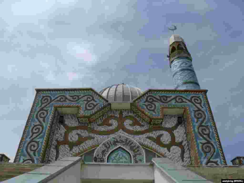 В ее архитектере четко прослеживается орнаменты, характерные для кочевников