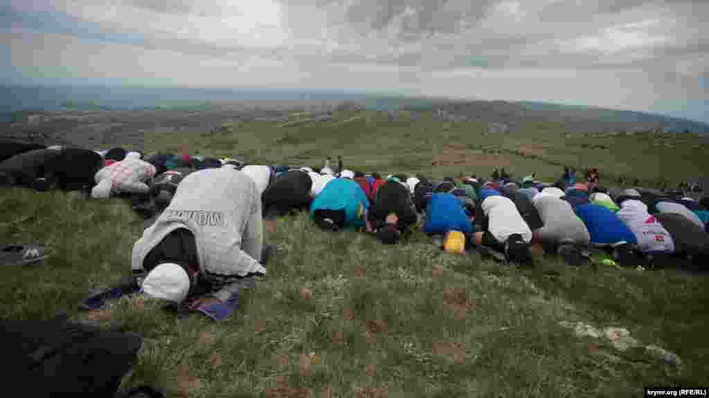 Tedbir iştirakçileri namaz qıla