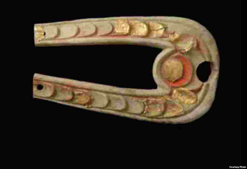 A U-shaped element with a scale pattern from a bridle throat latch horn, late 4th–early 3rd century B.C. (A. Kh. Margulan Institute of Archaeology, Almaty)